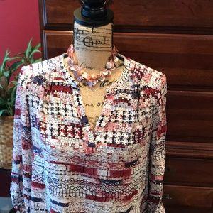 Dalia v- neck soft and stylish blouse.